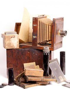 Nécessaire de photographe ambulant au Collodion - Antiq Photo - - [( 05. Musée supprimer_numero)] - Achat, vente et estimation gratuite d'appareils photos anciens, de photographies de collection et de daguerréotypes.