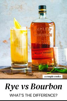 Rye vs bourbon: what's the difference? Here's a quick guide to the main differences between these types of whiskey (and some cocktails!). | alcoholic drinks | drinks | cocktails | whiskey cocktails | whisky cocktails | bourbon cocktail | rye whiskey cocktail recipes | #ryewhiskey #bourbonwhiskey #ryevsbourbon #rye #boubon #whiskey Bulleit Bourbon, Rye Whiskey, Irish Whiskey, Bourbon Whiskey, Whisky, Whiskey Ginger, Good Whiskey, Best Whiskey Cocktails, Bourbon Brands
