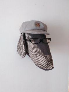 #Perro con boina de fieltro hecha a mano y gafas. TiereHandMade