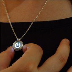 iNecklace - MacパワーボタンデザインのLEDライトネックレス ギークな彼女に首ったけ - fu-bi(フウビ)