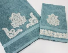 Free project tutorial for embellishing towels with Battenburg lace machine embroidery designs.