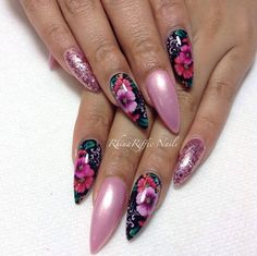 Love this nail art! Not so fond of the super pointed nail shape.