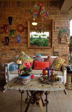 Bunte Farben, Ethno und Hippie-Feeling bestimmen diese Inneneinrichtung, die sich auch im Gartenhaus perfekt umsetzten lässt! Hier finden Sie neben weiteren Inspirationen auch die passenden Gartenhäuser: www.lugarde.de/innenansichten