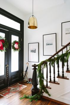 classic holiday entryway :: Holiday Home Tour Simple Christmas, Winter Christmas, Christmas Home, Christmas Entryway, Modern Christmas, Christmas Quotes, Merry Christmas, Xmas, Chicago Christmas