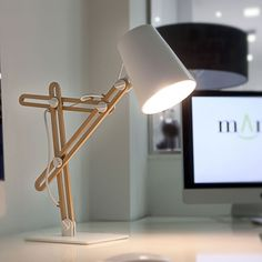 Lampe de bureau design finition bois LOOKER de Mantra
