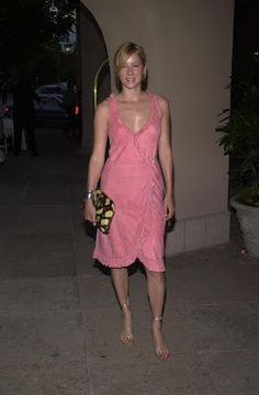 Traylor Howard has size 8 feet/shoes. Enjoy these great pictures of her cute feet , legs and toes. Traylor Howard is a. Natalie Teeger, Traylor Howard, Monk Tv Show, Hollywood Star, Sexy Legs, Beautiful Women, Actresses, Formal Dresses, Celebrities