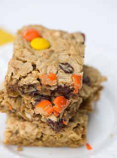 Flourless Peanut Butter-Chocolate Chip Oat Bars | browneyedbaker.com