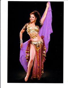 Princess Farhana, 1998 photo by Lee Varis. Gold coin belly dance bedlah with vintage vibes. Belly Dance Bra, Belly Dance Costumes, Dance Pictures, Dance Pics, Vintage Dance, Showgirls, Dance Dresses, Burlesque, Dancer