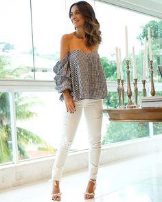 WEBSTA @ silviabraz - De hoje mais cedo ✌🏼️Amando a coleção própria que o @shoplixmix lançou {essa blusa é demais}💥 O jeans branco  @carolbassibrand é meu novo queridinho e também está disponível no site ✨ #ootd #mondays