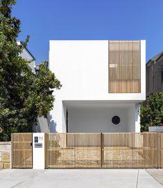 Gallery of Cloud House / Akin Atelier - 3 - Home Architecture ideas Minimalist Architecture, Interior Architecture, Modern Residential Architecture, Australian Architecture, Facade Design, Exterior Design, Concrete Siding, Stucco Siding, Concrete Houses