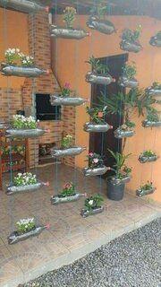 Ghivece de flori in forma de lebada confectionate din sticle de plastic Diy Garden, Garden Projects, Garden Landscaping, Garden Ideas, Landscaping Ideas, Garden Crafts, Privacy Landscaping, Lush Garden, Garden Art