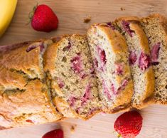 This strawberry and banana bread recipe is absolutely delicious and perfect for the season! It's super easy to do. rnrnSource by Rabenprinzessin Baby Food Recipes, Snack Recipes, Dessert Recipes, Kinds Of Desserts, Easy Desserts, Good Morning Breakfast, Desserts With Biscuits, Breakfast Snacks, Dessert Bread