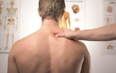 Acupressure Migraine - Acupuncture has been used in traditional Chinese medicine for centuries. More recently, clinical research supports acupuncture for Migraine relief as an effective alternative or complementary therapy. Douleur Nerf, Massage Pictures, Migraine Relief, Essential Oils For Pain, Degenerative Disc Disease, Fibromyalgia Pain, Chronic Pain, Neck And Shoulder Pain, Back Pain