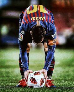 Lionel Messi ustawia piłkę podczas meczu w La Liga FC Barcelona But Football, Football Photos, Football Players, Lionel Messi, Messi 10, Antonella Roccuzzo, Messi Soccer, Barcelona Football, Association Football