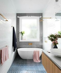 classic bathroom Narrow bathroom, love the overall idea with the tile layout but need something more extravagant in this small space !Narrow bathroom, love the overall idea with the tile layout but need something more extravagant in this small space ! Laundry In Bathroom, Interior, Classic Bathroom, Bathroom Layout, Home Decor, House Interior, Bathroom Interior, Interior Design, Beautiful Bathrooms