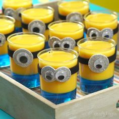 Gelatinas de Minion Minions Birthday Theme, Minion Party Theme, 3rd Birthday Parties, Baby Birthday, Birthday Ideas, Minion Centerpieces, Minion Party Decorations, Torta Minion, Minion Cupcakes