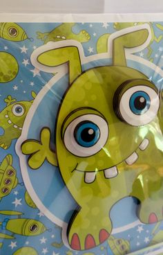 alien with glossy eye's and teeth and glittered background with hand made envelope Glossy Eyes, Cute Characters, Fictional Characters, How To Make An Envelope, A5, Teeth, Pikachu, Handmade, Tooth