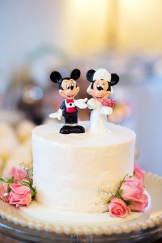 Mickey and Minnie Wedding Cake Mickey Mouse Cake Topper, Disney Cake Toppers, Disney Cakes, Wedding Cake Toppers, Wedding Cakes, Minnie Cake, Mickey And Minnie Wedding, Mickey Y Minnie, Pretty Cakes