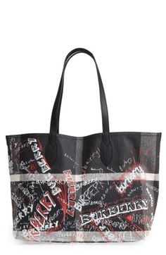 BURBERRY SKETCHBOOK MEGA CHECK REVERSIBLE CANVAS TOTE - BLACK. #burberry #bags #leather #hand bags #canvas #tote #lining #