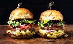 A Forlì, un succulento menu che propone hamburger preparati con carne selezionata, farciti con ingredienti freschi e di prima scelta