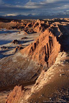 Atacama Desert landscape, volcanoes, lagoons and Altiplano of Chile - - Atacama Desert lagoons, volcanoes and Altiplano landscapes. Peru Ecuador, Fantasy Landscape, Desert Landscape, South America Map, Deserts Of The World, Desert Mountains, The Journey, Desert Life, Destinations