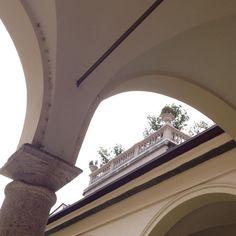 Prima del cielo.  #museoarcgeologico #archiettura #architecture #Milano #Milan  #nofilter #noediting  #igersitalia #igersmilano #whywelovemilano #loves_milano #milanodavedere #milano_go  #conlaverdipermilano by thegianaz