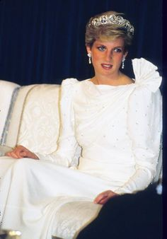 Diana Princess of Wales wears the Spencer Tiara and a dress designed by the Emanuels at a State Banquet on November 17 1986 in Bahrain