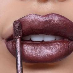 Oraleeeeeeeee metallic lips💋  Lips | @jouercosmetics Lip crème Clove + @maccosmetics Lip pencil Currant  Music | @maxzwell 🎶