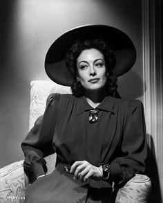 Joan Crawford, 1940s. Kind of perfect.  viajoancrawfordseyebrows