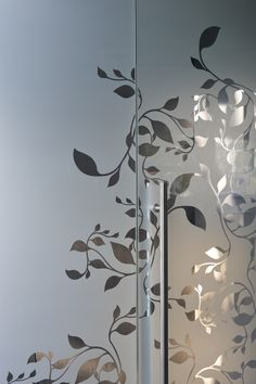 Image 7 of 12 from gallery of Stamboldžioski Dental Studio / Enota. Photograph by Miran Kambič Glass Transfer, Glass Partition Wall, Sandblasted Glass, Etched Glass, Pooja Room Door Design, Frosted Glass Door, Glass Art Pictures, Glass Railing, Clinic Design