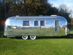 1964 Airstream Overlander ~ Hoping mine will look like this one day! Airstream Living, Airstream Interior, Vintage Airstream, Vintage Caravans, Vintage Trailers, Vintage Campers, Camper Trailer Tent, Camper Caravan, Campers World