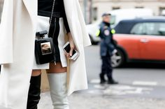 As these street style photos bear witness to, a handbag is an important part of any outfit during couture week. The Chanel bottle bag was spotted multiple Estilo Coco Chanel, Coco Chanel Fashion, Chanel Style, Quirky Fashion, Timeless Fashion, Love Fashion, White Fashion, Fashion Bags, Chanel Clutch