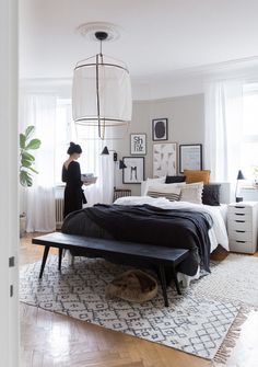 Cálidos textiles y confortables texturas en una habitación de estilo nórdico