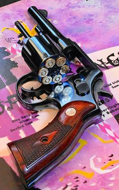 Military Police, Military Weapons, Weapons Guns, Smith And Wesson Revolvers, Smith N Wesson, Detective Movies, Colt Python, Countries And Flags, Katana