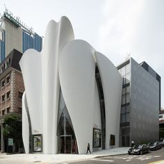 Towering fibreglass panels modelled on clothes tailoring of Dior envelope the fashion brand's new boutique in Seoul by architect Christian de Portzamparc.