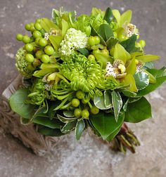 chartreuse + greens centerpiece