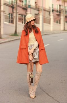 adorable outfit with coral autumn coat Love Fashion, Fashion Models, High Fashion, Winter Fashion, Womens Fashion, Street Fashion, Scarlett Johansson, Outfit Invierno, Trends