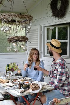 Garden Dinner with Sonnenglas Lanterns Mason Jar Sizes, Electricity Consumption, Tiny Balcony, Dry Plants, Small Corner, Dinner With Friends, Jar Lights, Good Company, Outdoor Spaces