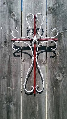 Barbed wire cross with rebar by CustomBarbedWireShop on Etsy Horseshoe Projects, Horseshoe Crafts, Horseshoe Art, Welding Art Projects, Metal Projects, Welding Ideas, Welding Crafts, Welding Tips, Blacksmith Projects