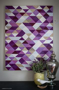art quadros Make a Modern Piece of Art with Paper Triangles Easy Canvas Painting, Acrylic Canvas, Canvas Wall Art, Diy Canvas, Triangle Art, Half Square Triangle Quilts, Diy Wand, Quilt Inspiration, Painting Inspiration