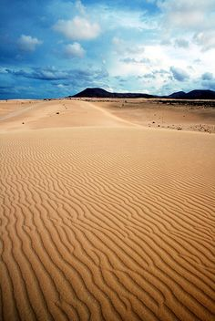 Sand Dunes in Fuerteventura Holiday Places, Holiday Destinations, Tenerife, Canary Islands Fuerteventura, Menorca, Places To Travel, Places To See, Wonderful Places, Beautiful Places