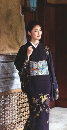 Japanese famous actress in kimono Yukata Kimono, Kimono Fabric, Japanese Outfits, Japanese Fashion, Kabuki Costume, Traditional Japanese Kimono, Japanese Photography, Japanese Costume, Wedding Kimono