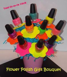 Treat-tis-se-rie Chick: FloWeR PoLiSh BouQuet cute for young women's or bridal shower favors Teen Gift Baskets, Raffle Baskets, Theme Baskets, Craft Gifts, Diy Gifts, Silent Auction Baskets, Gift Bouquet, Candy Bouquet Diy, Gifts For Teens