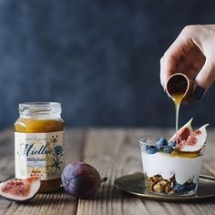 Can't go wrong with topping your yogurt with Mielbo Raw Honey that is carefully processed at room temperature to preserve its natural goodness! 📸: @necozalenky_life