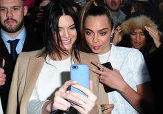 Découvrez les nouveaux tatouages de Cara Delevingne et Kendall Jenner : lequel préférez-vous ?
