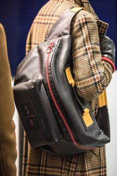 Sulle passerelle della Paris Fashion Week Eastpak ha presentato la nuova capsule collection nata dalla ...