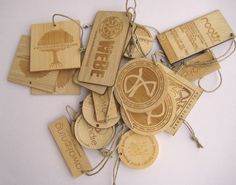 Bamboo Handtags, love these, they also sell in wholesale-buttons and other great thing in bamboo coconut mother of pearl and others =] great site!
