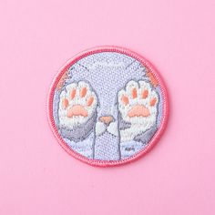 This absolutely adorable kitty patch. 21 Cute AF Embroidered Patches You'll Need In Your Life Look Patches, Cute Patches, Pin And Patches, Iron On Patches, Diy Patches, Kawaii, Embroidery Designs, Embroidery Patches, Embroidered Patch