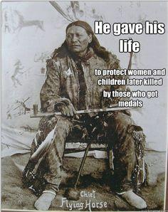 Er gab sein Leben, um die Frauen und Kinder zu schützen, die später von denen getötet wurden, die die Auszeichnungen bekamen.