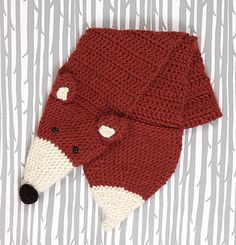 Tuck this crafty fox's tail through his mouth as a scarf loop or use the head and tail as little pockets to keep your hands warm.